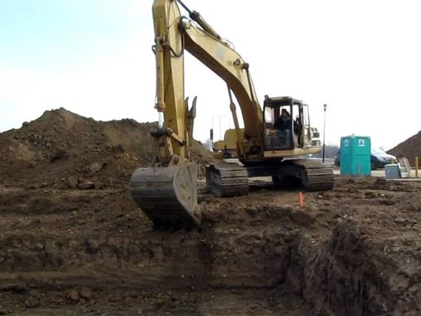 Cantiere-edile-scavo-per-fondazioni-a-platea-Lodi